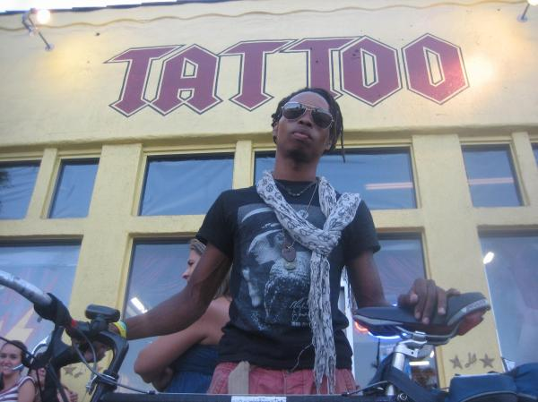 Jaraun visits L.A. Ink in Hollywood.